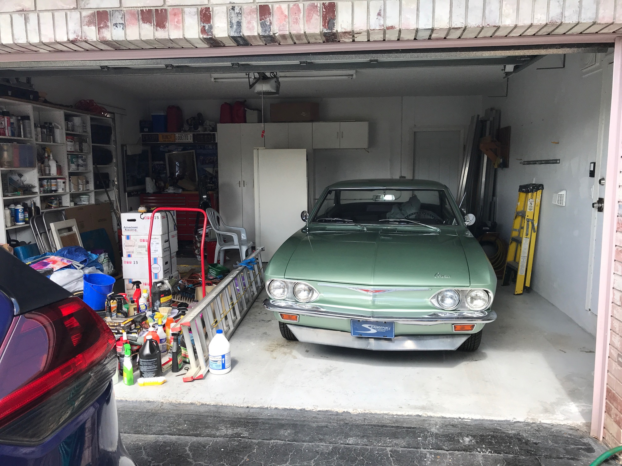photo of garage before being repainted